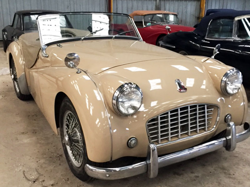 Triumph TR3 beige «Petite bouche» 1957