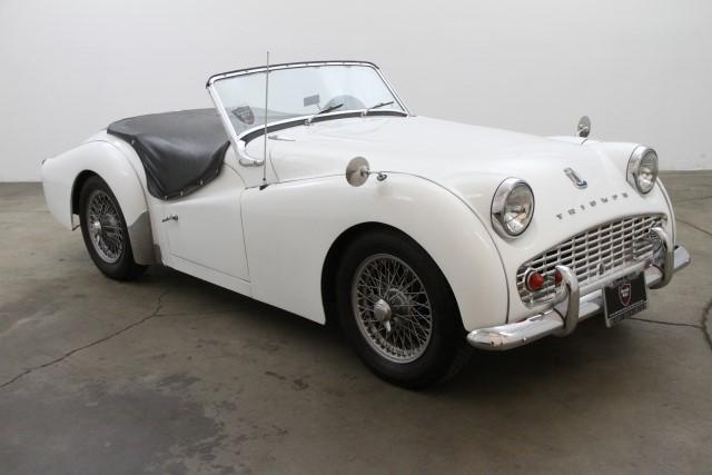 Triumph TR3A 1960 blanche cuir bleu