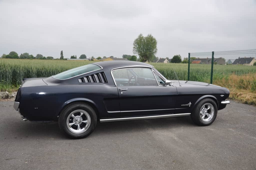 FORD MUSTANG FASTBACK OPT V8 1966 REF 266